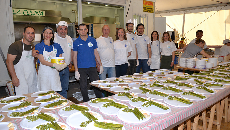 Asparisagra 2014 gruppo cucina
